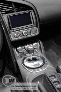 Audi R8 Syder centre console